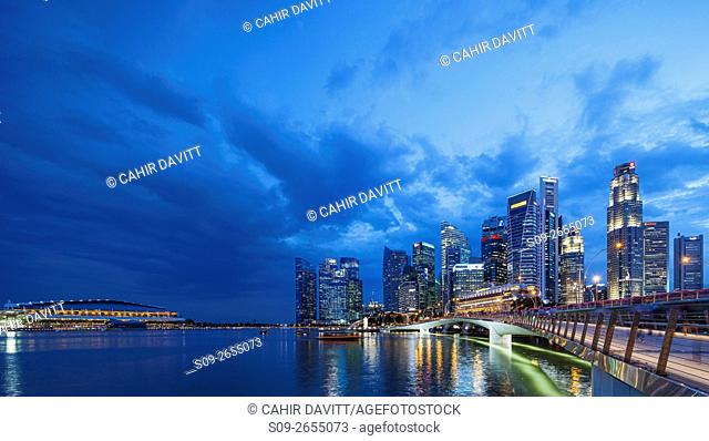 The Fullerton Hotel and Singapore skyline, Downtown Core and The Marina Bay Sands Shopping Centre, Singapore, viewed from the Esplanade Theatres, Singapore