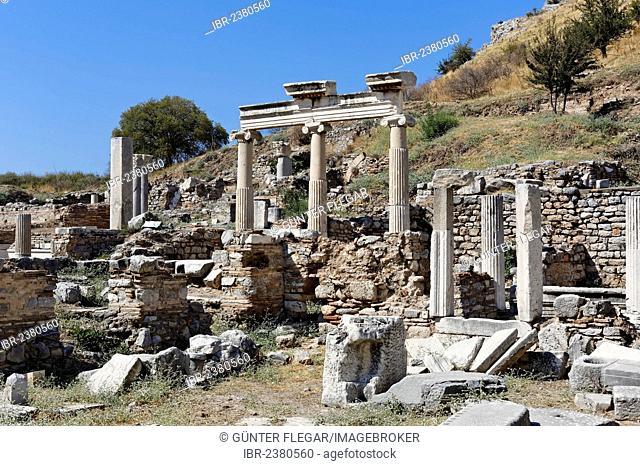 Columns and ruins at the ancient excavation site of Ephesus, Ephesos, Efes, Izmir, Turkish Aegean, western Turkey, Turkey, Asia