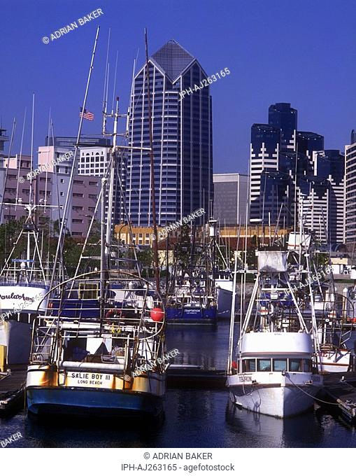 Boats and skyscrapers in the large coastal city of San Diego in southern California