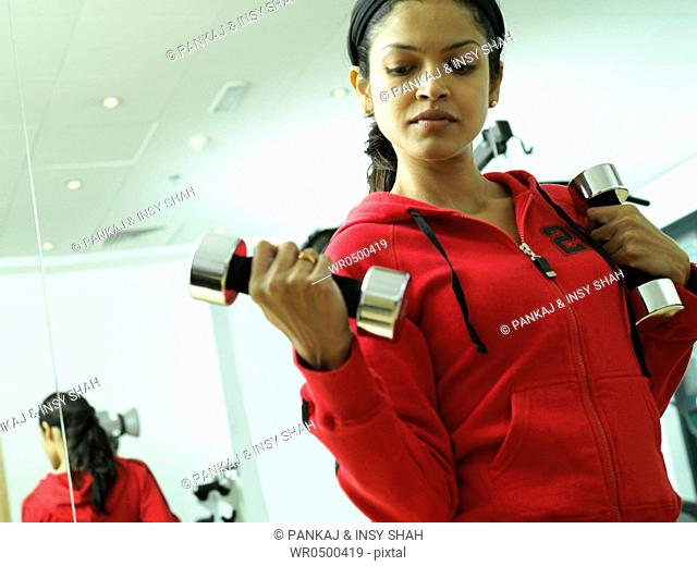 Young lady lifting hand weights