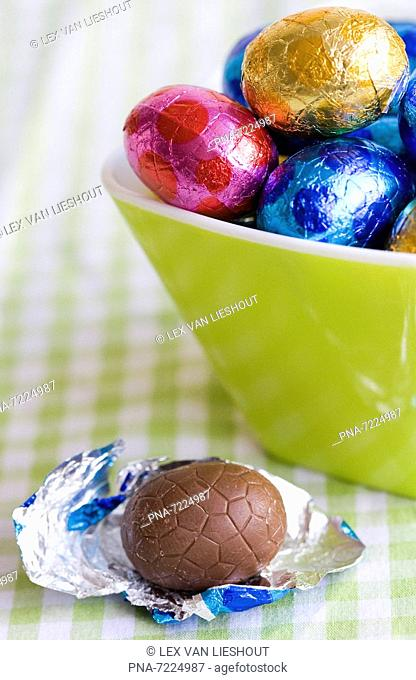 Bowl with foil-wrapped chocolate easter eggs, the Netherlands