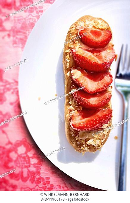 A strawberry éclair