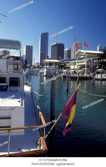 Miami, FL, Florida, Atlantic Ocean, Bayside Marketplace, a shopping, dining, entertainment mecca, on Biscayne Bay and skyline of downtown Miami