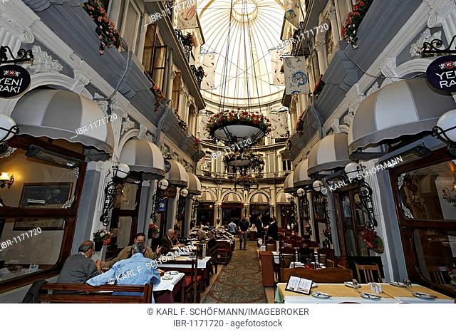 Restaurant in the Cicek-Passage shopping arcade, Istiklal Caddesi, Independence Street, Beyoglu, Istanbul, Turkey
