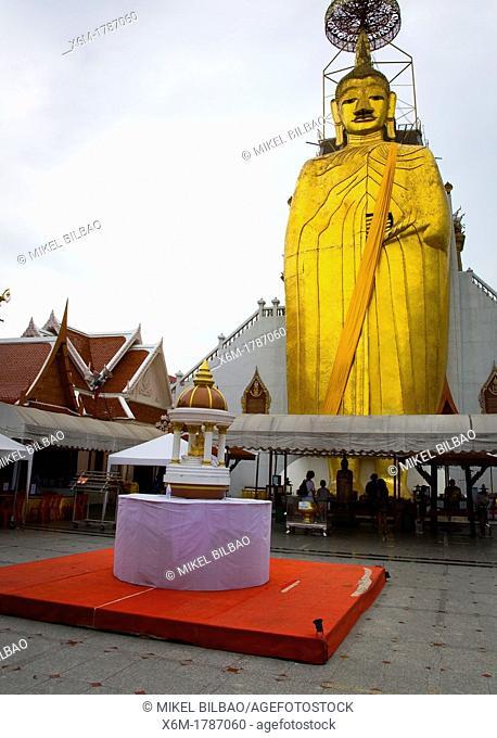 The standing Buddha in Wat Intharawihan  Bangkok, Thailand