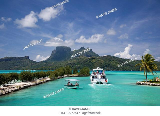 Otemanu, Mountain, centre of, Bora Bora Island, Bora Bora, Tahiti, French Polynesia, idyllic scene, sea, tropical, tropics, two, boats, white, blue sky
