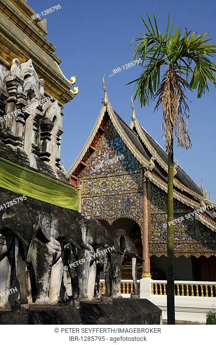 Elephant statues and palm tree in front of the temple Wat Chiang Man, Chiang Mai, Northern Thailand, Thailand, Asia