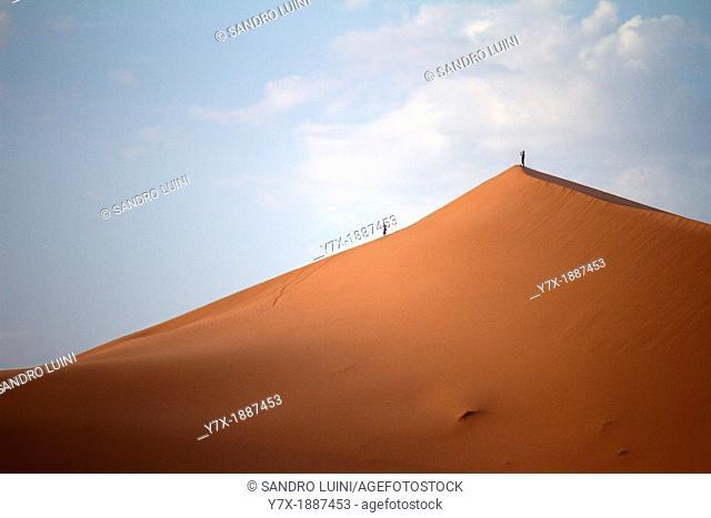 Morocco, Sahara, Erg Chebbi, Dune, People
