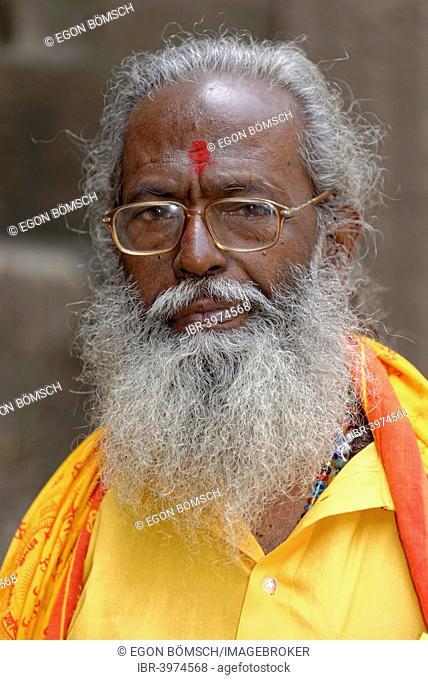 Portrait of an elderly Indian man, Sadhu, Aurangabad, Maharashtra, India
