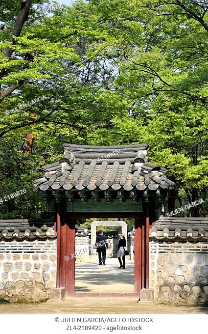 Harmony between nature and traditional architecture in the Secret Garden (Biwon) of Changdeokgung Palace (Prospering Virtue Palace)