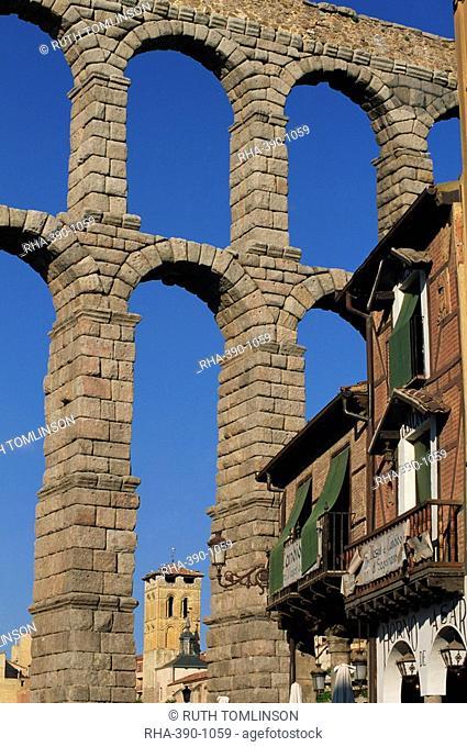 A section of the Roman Aqueduct at Segovia, UNESCO World Heritage Site, Castilla y Leon, Spain, Europe