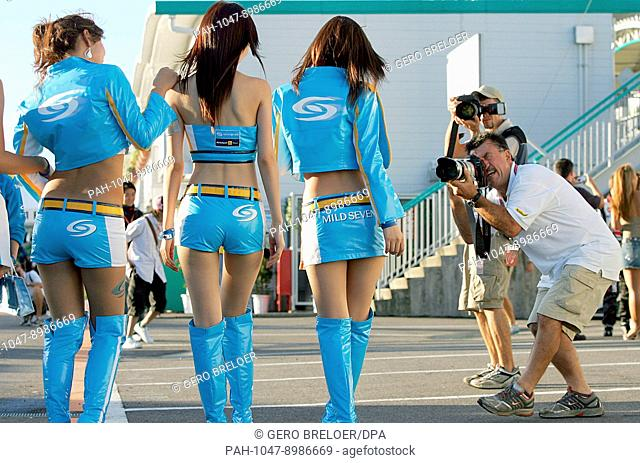 Photographers are crazy for models in the paddock of the Suzuka International Racing Course in Suzuka, Japan, Friday, 06 October 2006