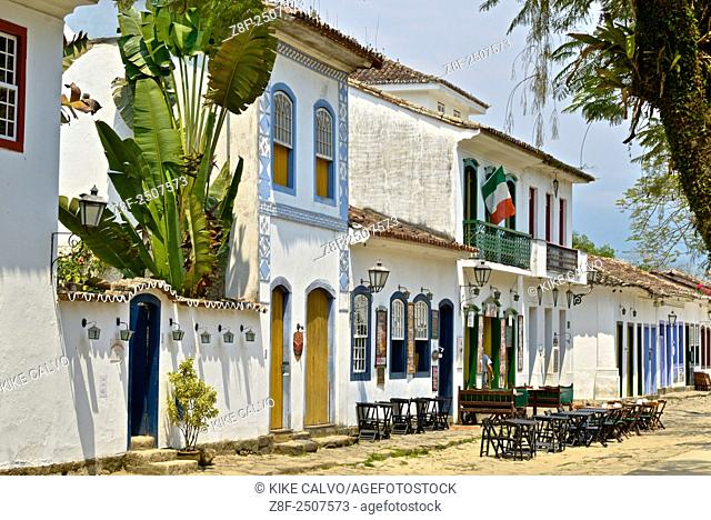 Typical colonial houses in the Historic Center DistrictParaty. Once a month when there is a Full Moon and the tide is high