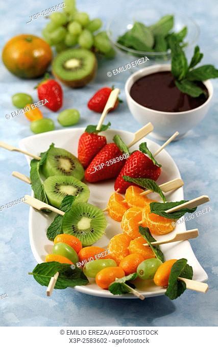 Fruit skewers with chocolate and mint