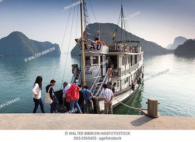 Vietnam, Halong Bay, Tito Island, water taxis