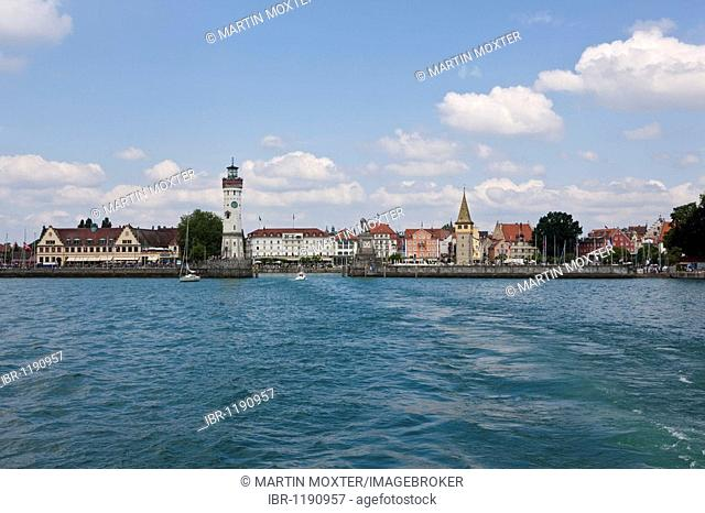 View of Lindau and Lindau Harbour with a lighthouse, Lion monument by Johann von Halbig on the right, Lindau on Lake Constance, Bavaria, Germany, Europe