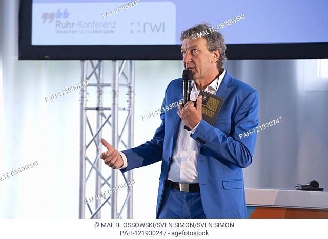 """Matthias BONGARD, Moderator, Ruhr-Conference, Topic Forum """"""""Utilizing Potential of the Metropolitan Region for Health and Care"""""""" in the Sanaa building on the..."""