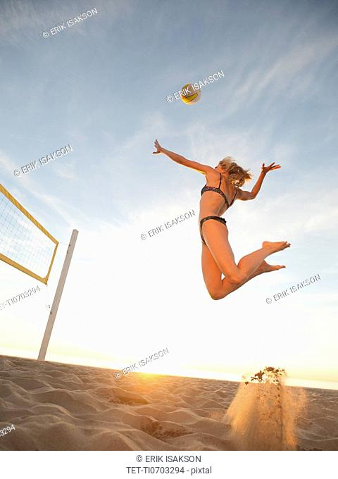 USA, California, Los Angeles, woman playing beach volleyball