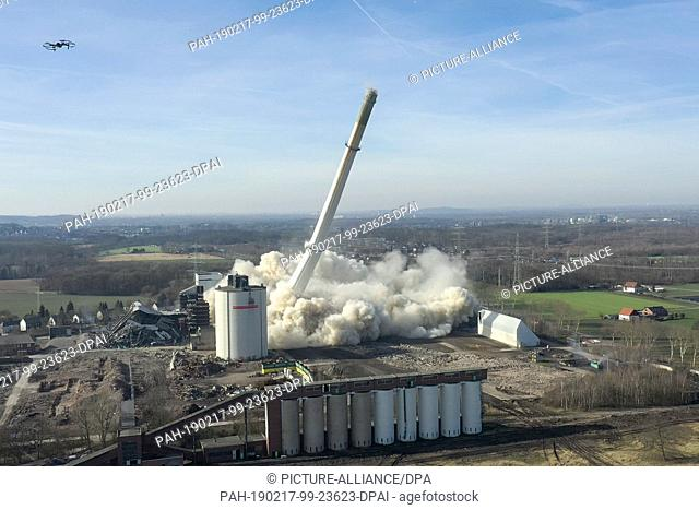 17 February 2019, North Rhine-Westphalia, Castrop-Rauxel: The chimney of the former Knepper power station collapses after a blast