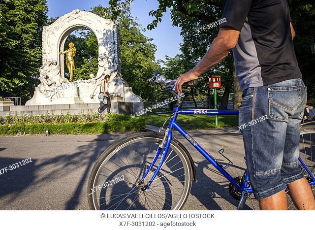 Johann Strauss Monument, in Stadtpark (City Park), Vienna , Austria