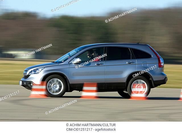 Honda CR-V 2.2i CDTI Executive, model year 2007-, silver, driving, side view, Pilonen, test track