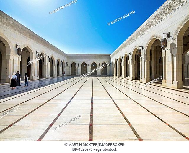 Courtyard, Sultan Qaboos Grand Mosque, Muscat, Oman
