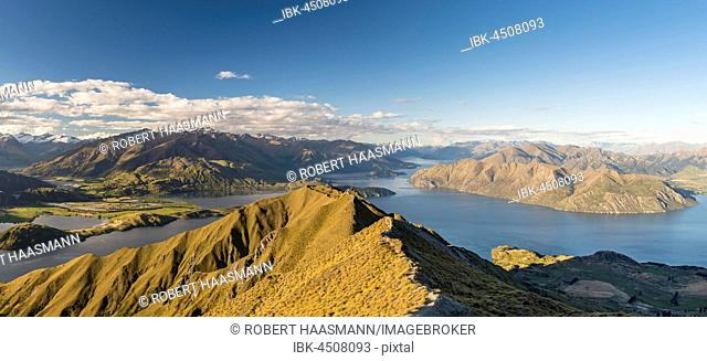 View from Roys Peak, and Mount Roy on Lake Wanaka and mountains, Otago, Southland, New Zealand