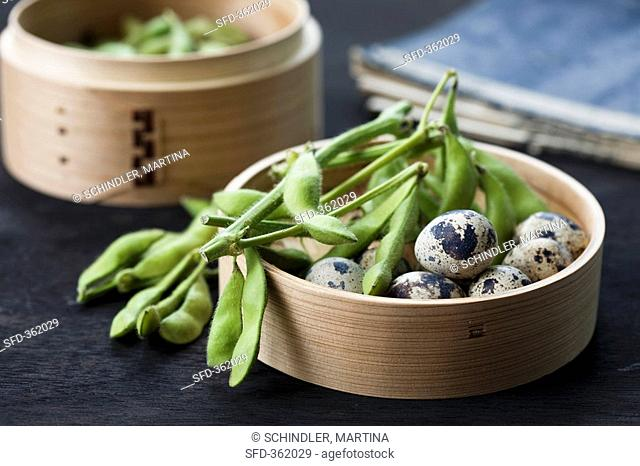 Soya beans and quails' eggs in a bamboo steamer