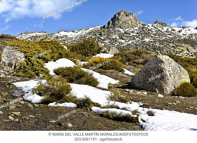 Snow on Round cliff. Sierra Paramera. Navandrinal. Avila. Spain