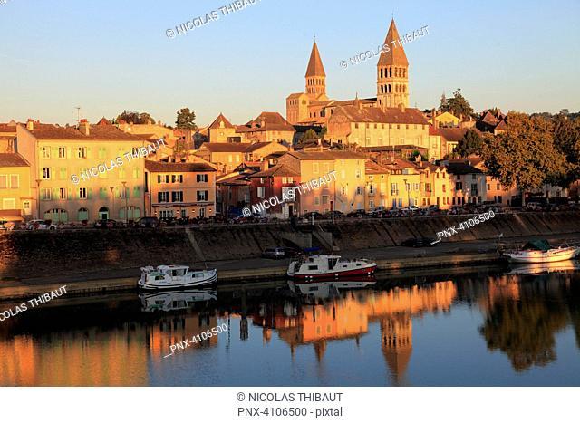 France, Bourgogne Franche Comte, Saone et Loire department (71), Tournus, Saint Philibert church and Saone river