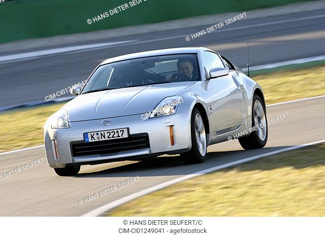 Nissan 350 Z, model year 2006-, silver, driving, diagonal from the front, frontal view, Test track
