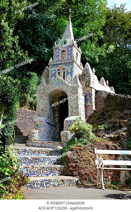 The Little Chapel was given its name because it has a surface area of 9 ft. by 6 ft. It is decorated inside and outside in a mosaic style with shells