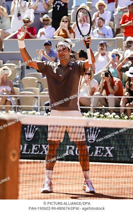 02 June 2019, France (France), Paris: Tennis: Grand Slam/ATP-Tour, French Open, singles, men, 3rd round, Federer (Switzerland) - Mayer (Argentina): Roger...
