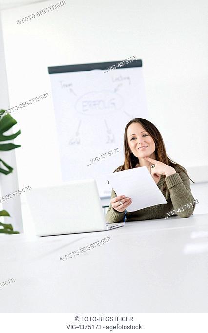 woman in office - , 23/04/2014