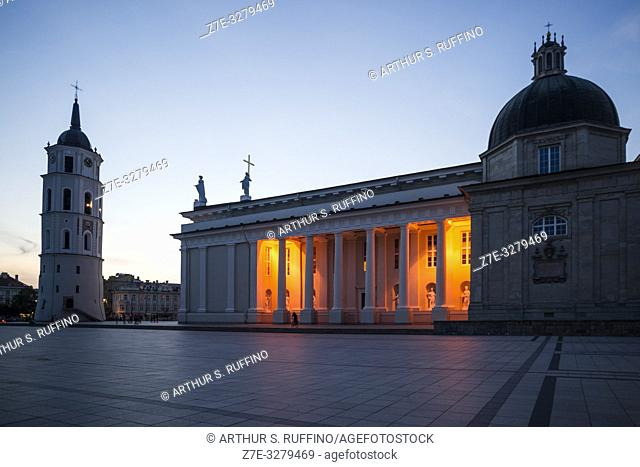 Night view of Cathedral Square to include Belfry and Vilnius Cathedral. Vilnius, Lithuania, Baltic States, Europe