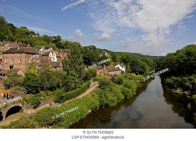 England, Shropshire, Ironbridge, River Severn running through the village of Ironbridge in Shropshire