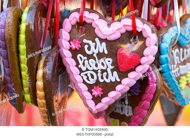 Gingerbread Hearts, close-up