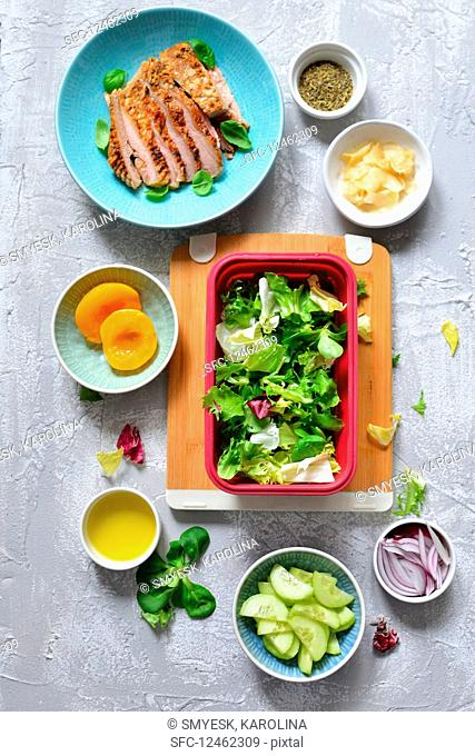 A healthYes lunchbox with chicken, cucumber, ginger and lettuce