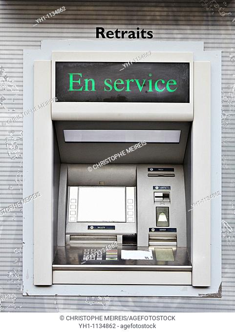 Distributor of automatic ticket to Paris