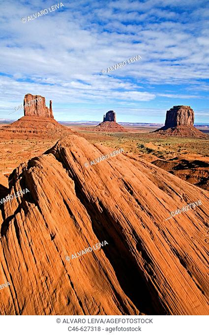 Monument Valley Navajo Tribal Park. Arizona/Utah. USA