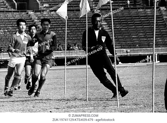 Nov. 29, 1974 - Tokyo, Japan - Brazilian footballer PELE teaches Japanese schoolboys soccer at the National Stadium in Tokyo