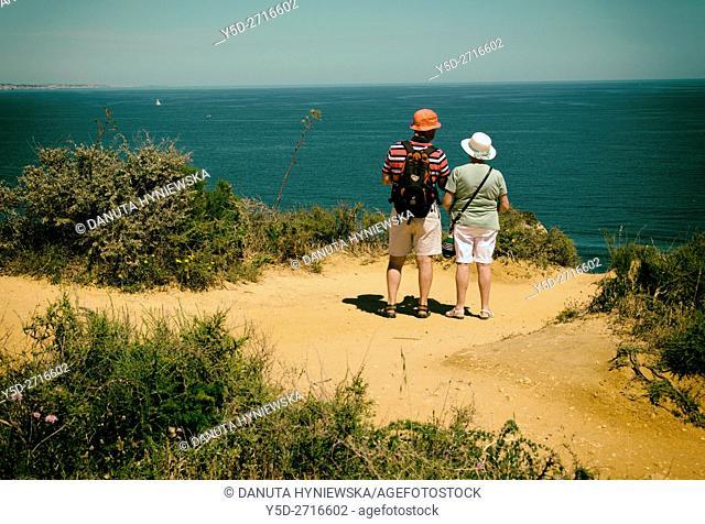 Atlantic coast in Lagos seen from Ponta da Piedade, mature couple admiring view from Ponta da Piedade, Lagos, Algarve, Portugal, Europe
