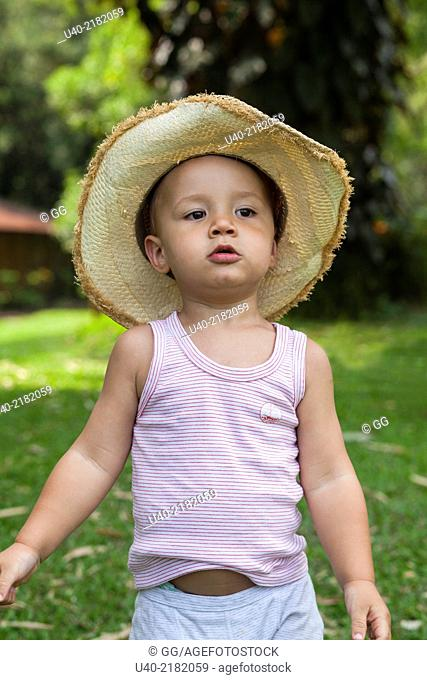 2 year old boy outdoors with cowboy hat