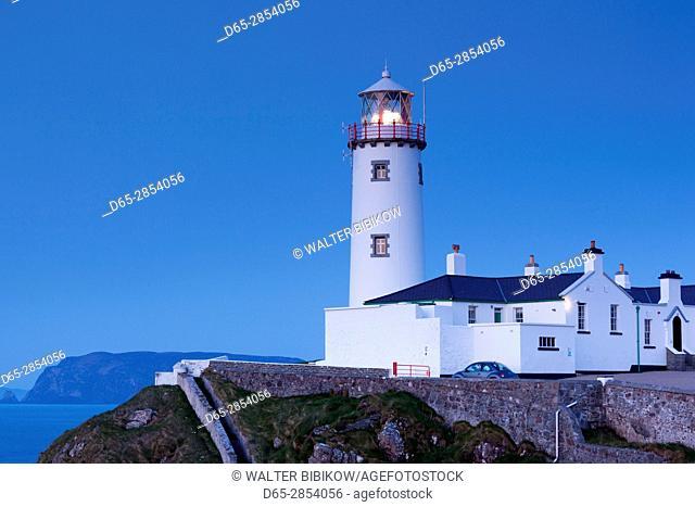 Ireland, County Donegal, Fanad Peninsula, Fanad Head Lighthouse, dusk