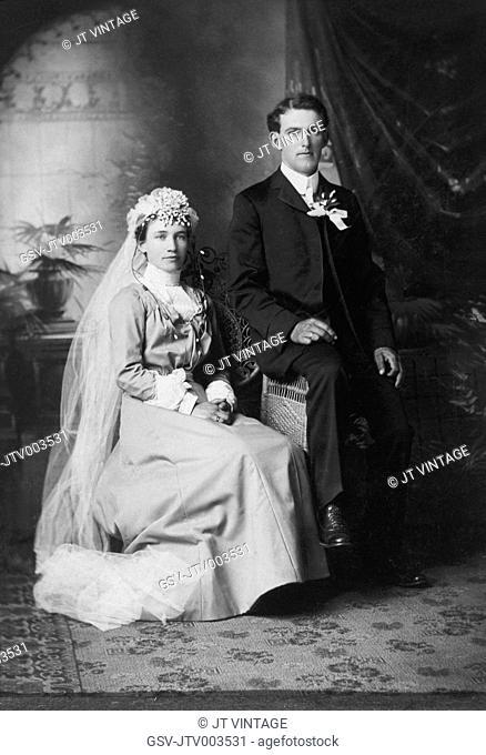 Wedding Couple, Portrait, Waverly, Iowa, USA, circa 1915