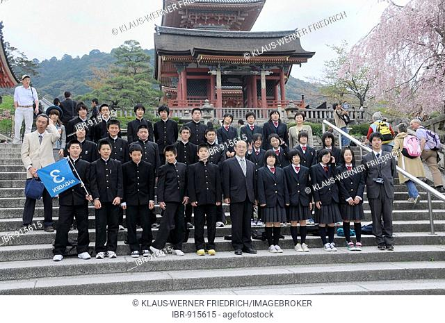 Class photo with the head teacher and a tour guide in front of the Kodaiju Temple complex, Kiyomizu Temple in Kyoto, Japan, Asia