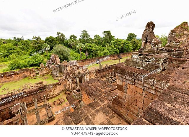 Prasat Pre Rup turn the body built as the state temple of Khmer king Rajendravarman and dedicated in 961 or early 962  It is a temple mountain of combined brick