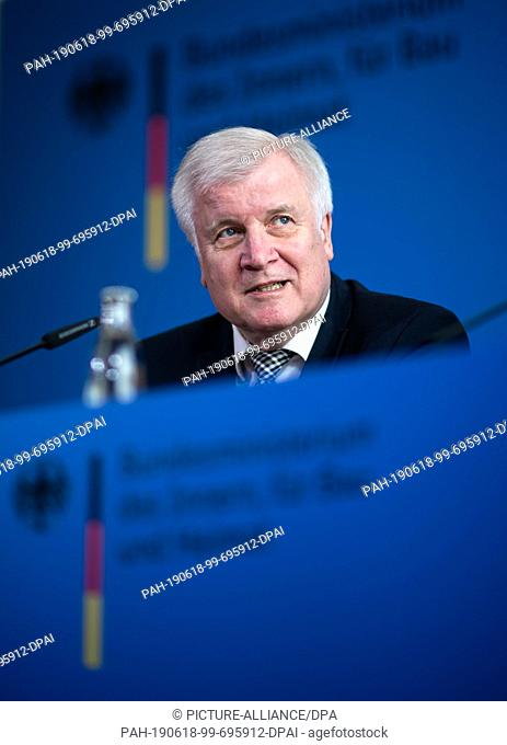 18 June 2019, Berlin: Horst Seehofer (CSU), Federal Minister of the Interior, Home Affairs and Construction, comments on the Walter Lübcke murder case at a...