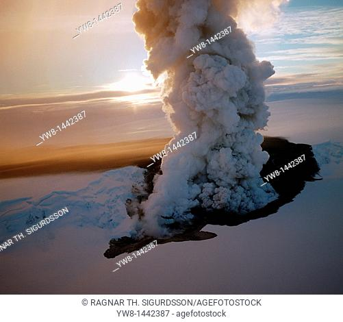 Eruption of Grimsfjall Volcano 1998, Vatnajokull Ice Cap, Iceland