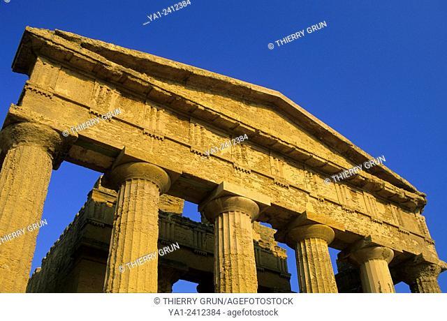 Italy, Sicily, Agrigento, Temples valley Valle dei Templi, Temple of Concordia Tempio di Concordia